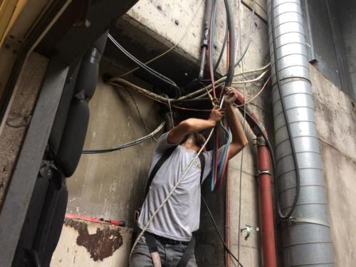 Klima bakımı yapan tamirci