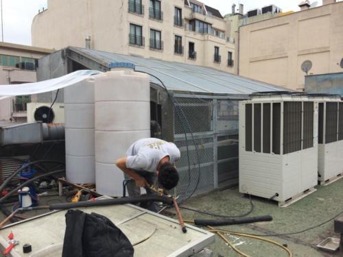 Klima tamiri yapan tamirci